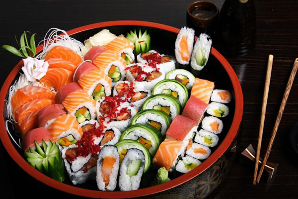 ซูชิอาหารยอดนิยมของชาวญี่ปุ่น